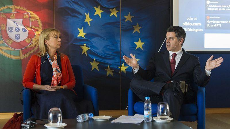 """""""Empresas devem sentir-se rodeadas de dinheiro e oportunidades"""", diz comissária europeia"""