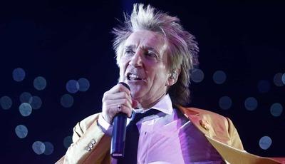 Rod Stewart revela que leva 50 pares de meias para cada concerto