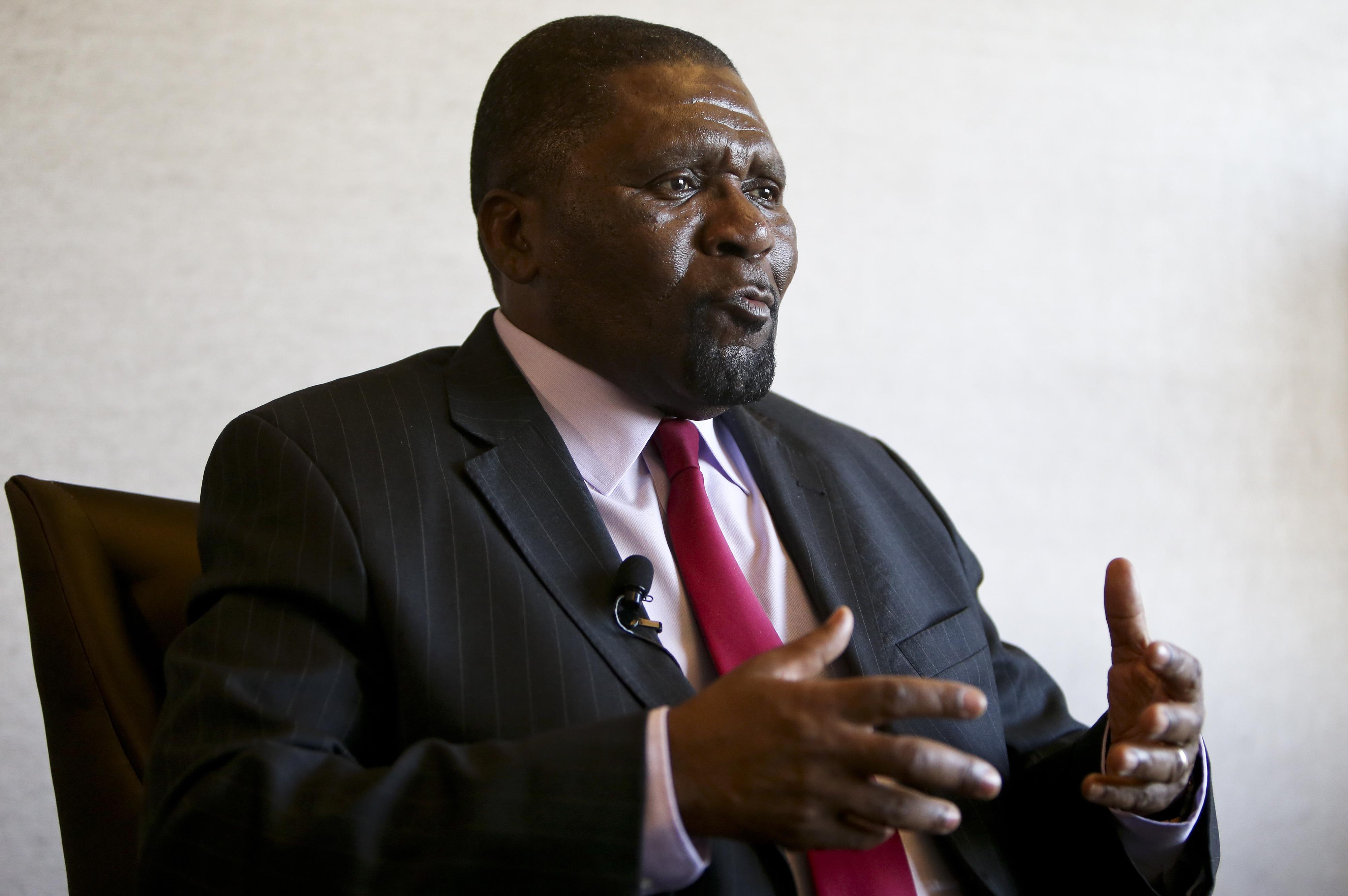 """Angola ainda """"está longe"""" de ser uma """"democracia autêntica"""", diz líder da UNITA"""