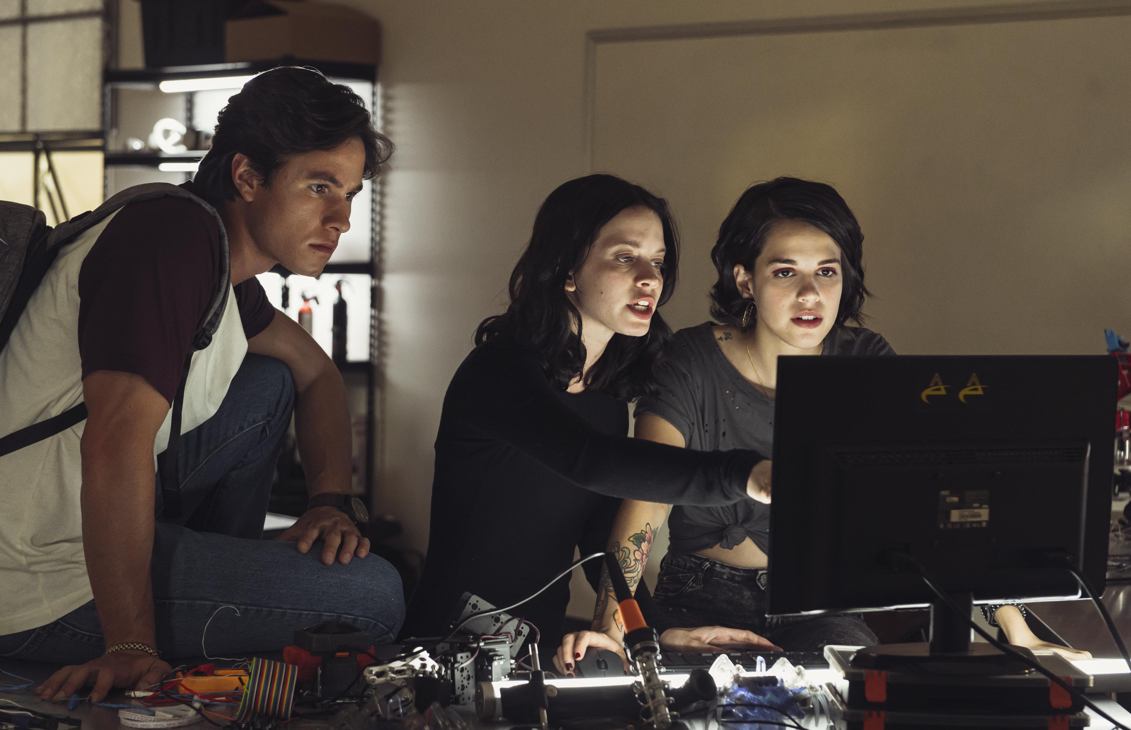 """O que faria se descobrissem todos os seus segredos? """"Control Z"""", a nova série de sucesso da Netflix"""