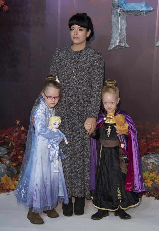Lily Allen vai a antestreia de 'Frozen 2' com as filhas