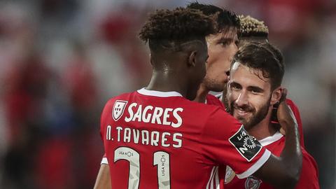 Lage vence a 'besta negra' e Benfica sobe à liderança do campeonato antes do clássico com o FC Porto