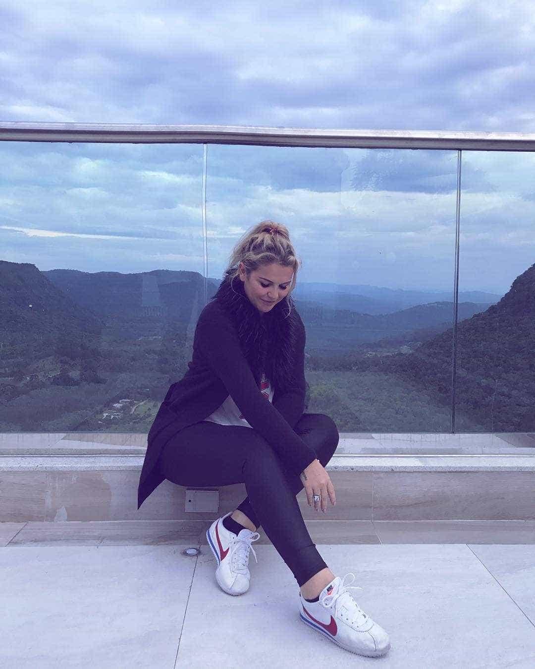 """Katia Aveiro confessa ter saudades dos irmãos: """"Meus amores"""""""