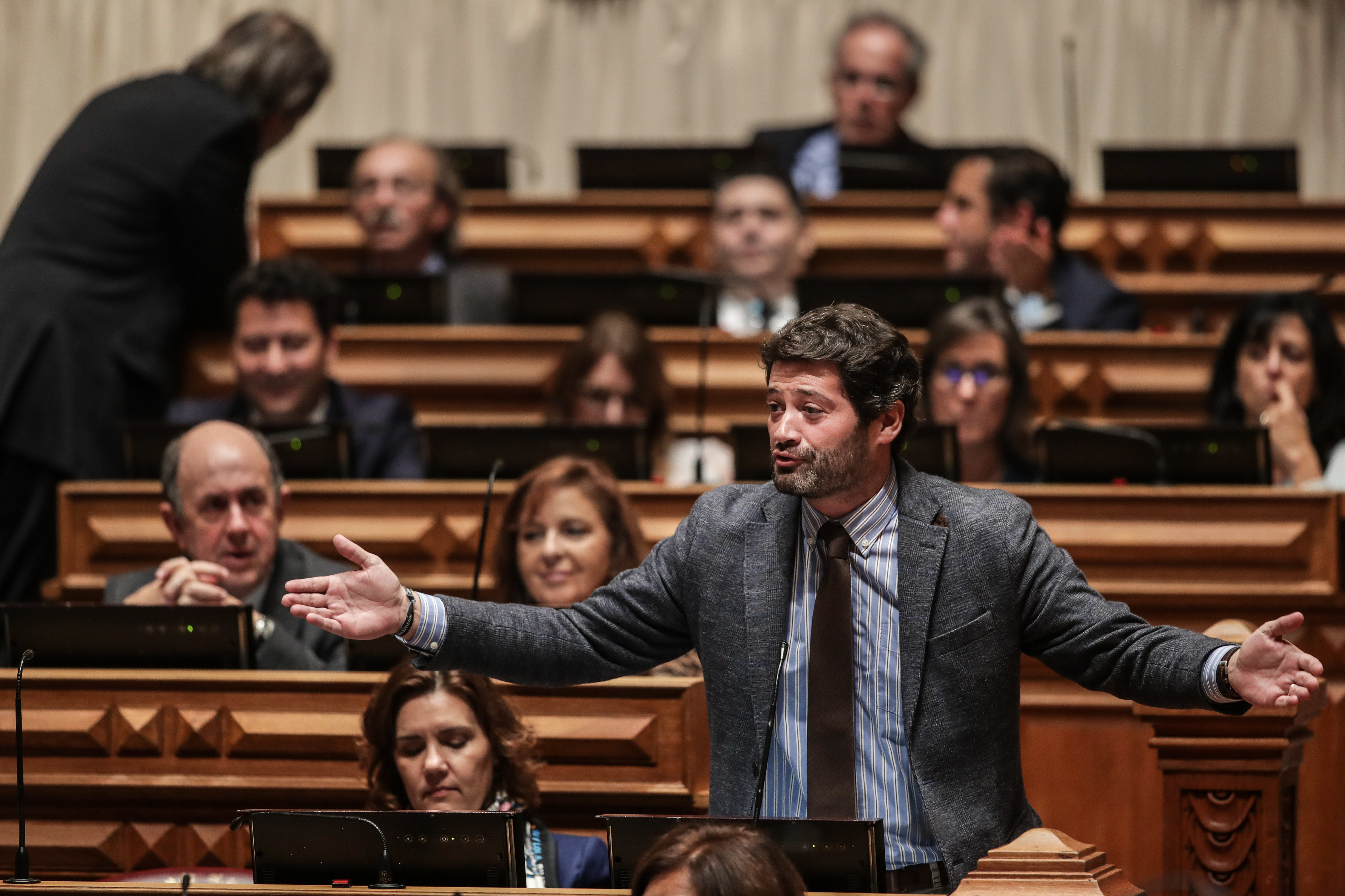 Apoiantes de André Ventura lançaram petição pública para destituir Ferro Rodrigues?