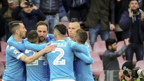 Napóles mantém liderança a uma semana da visita à Juventus