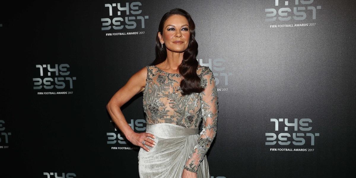 Aos 48 anos, Catherine Zeta-Jones deixa fãs incrédulos com nova foto