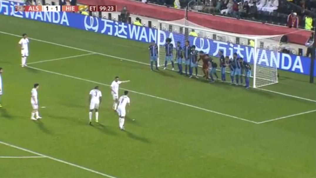 A prova de que é possível marcar até com 11 jogadores na linha de golo