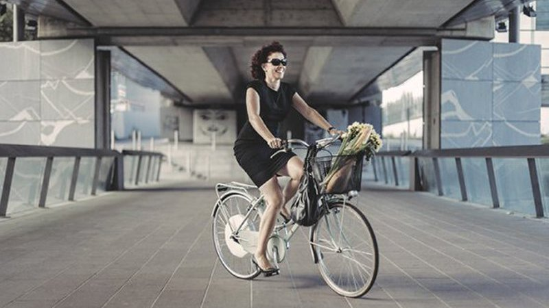 Conheça a FlyKly, uma roda de bicicleta que lhe permite pedalar sem esforço