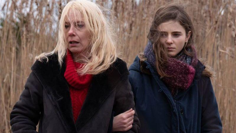 """Cinema em casa: """"Lost Girls"""": um drama doloroso sobre o mistério de uma filha desaparecida"""