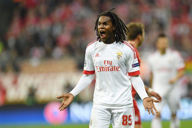 Vieira esteve em Manchester a fechar negócio de Renato
