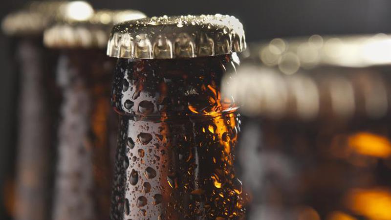 Sabe porque é que as garrafas de cerveja são castanhas ou verdes?