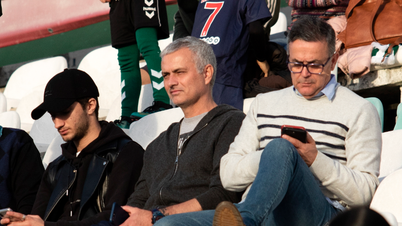 """Mourinho diz ser """"demasiado jovem"""" para a reforma e quer voltar ao futebol de topo"""
