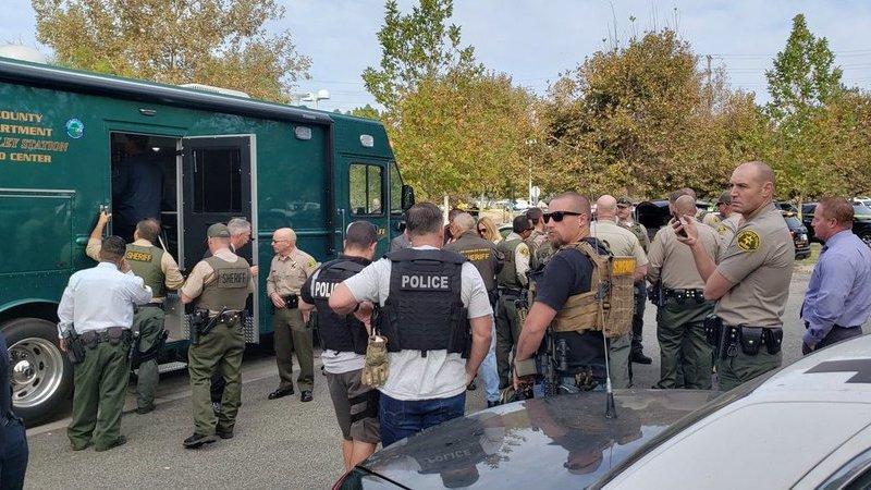 Tiroteio em escola secundária da Califórnia faz pelo menos seis feridos