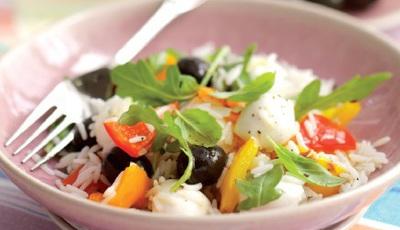 Salada de arroz, com mozzarella e pimentos