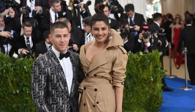 Priyanka Chopra e Nick Jonas estão mesmo noivos - e aqui está o anel da atriz