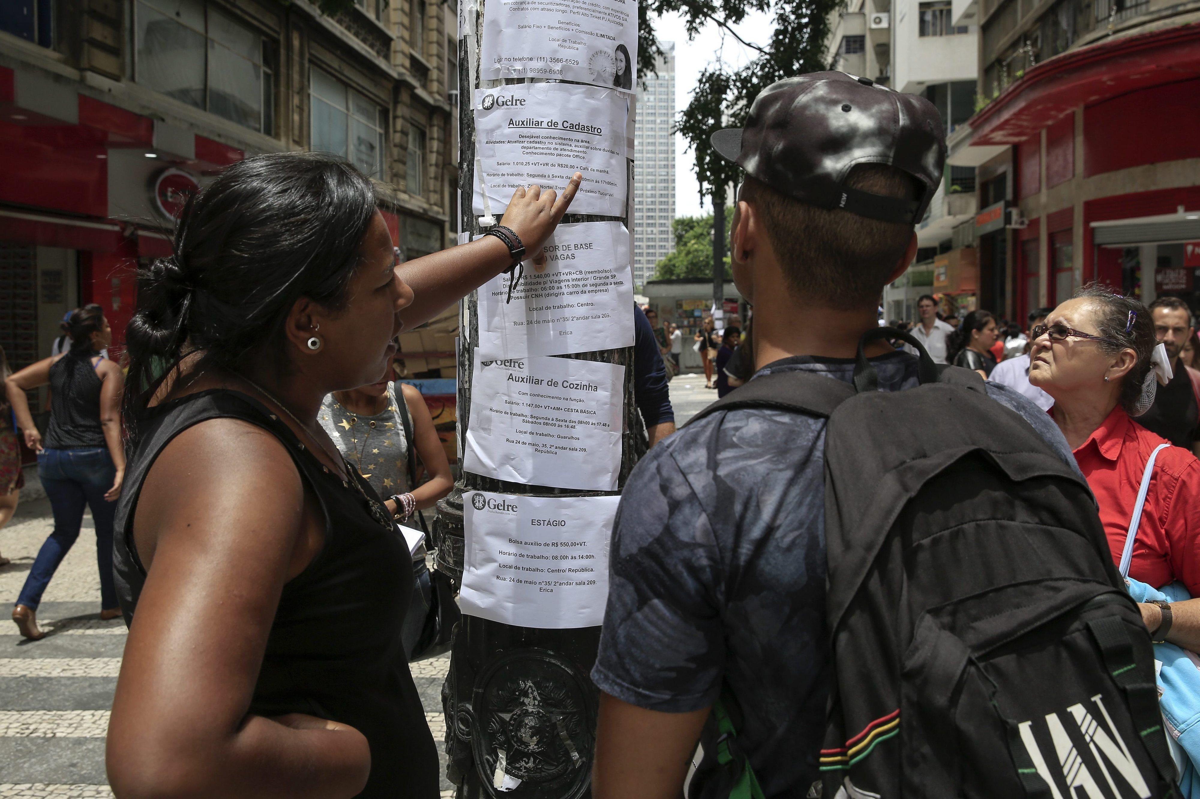 Brasil tem 3,2 milhões de pessoas à procura de trabalho há dois anos ou mais