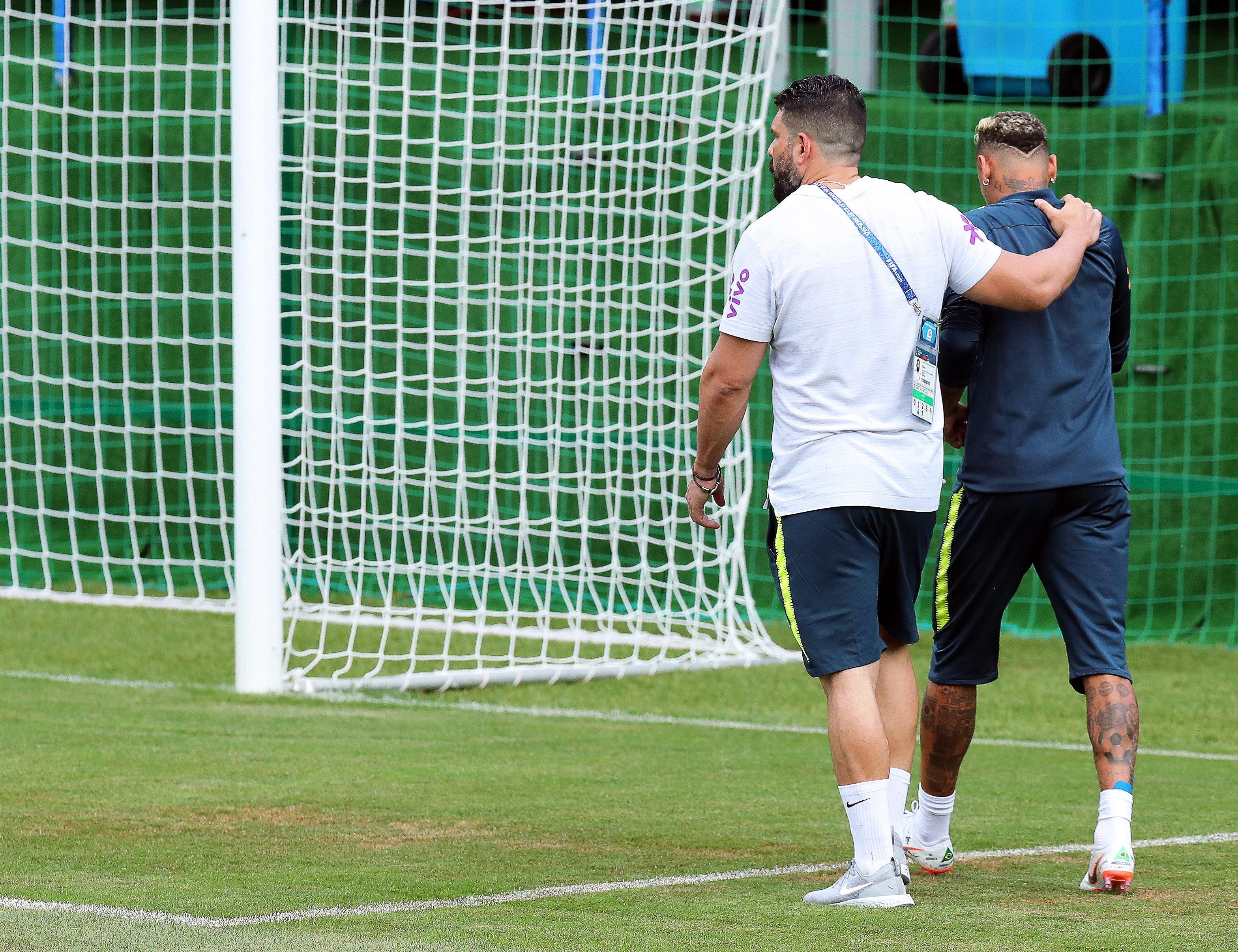 Mundial 2018: Neymar regressou hoje aos treinos, após problema no tornozelo