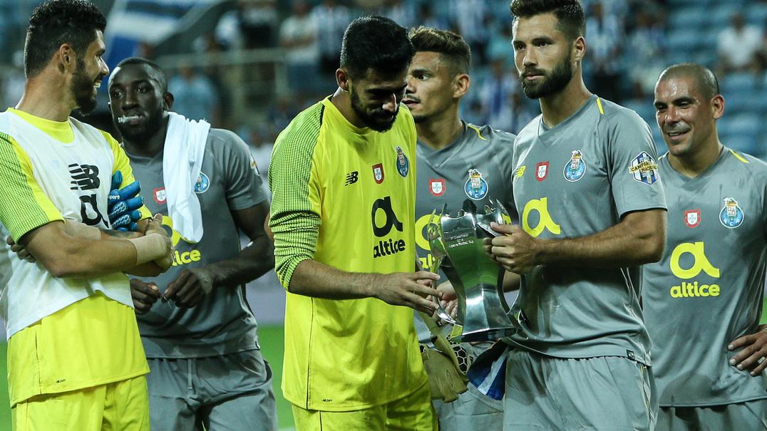FC Porto vence Everton por 1-0 com golo de Marega