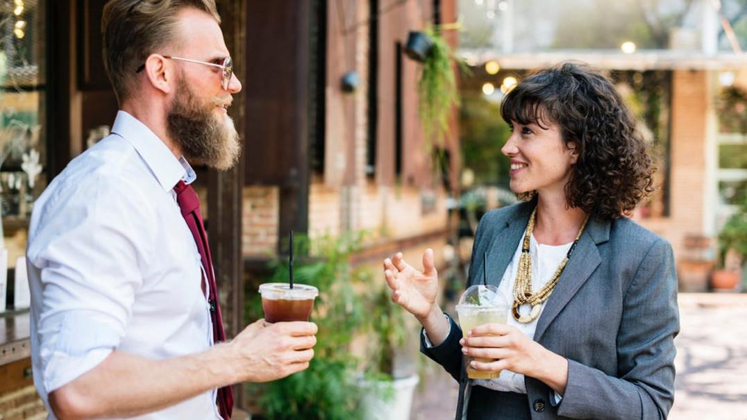 12 erros de linguagem corporal que podem arruinar a primeira impressão