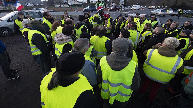 Movimento dos 'coletes amarelos' continua a diminuir com desorganização em Paris