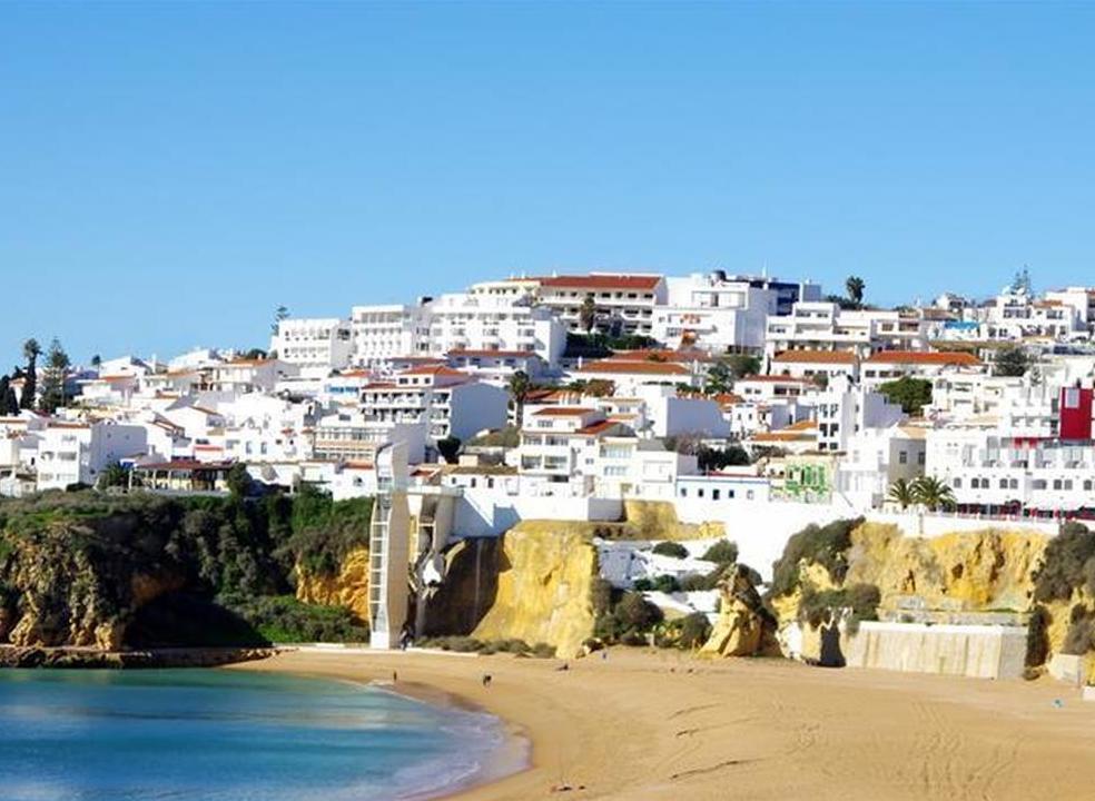 Decisão de aplicar taxa turística abre guerra no Algarve