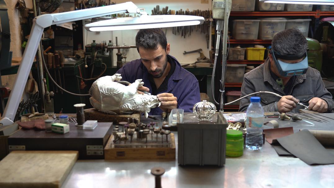 Conheça por dentro a oficina da joalharia mais antiga de Portugal