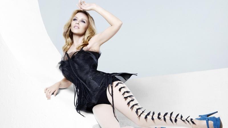 De menina tímida e pobre a símbolo sexual global. Kylie Minogue faz 50 anos