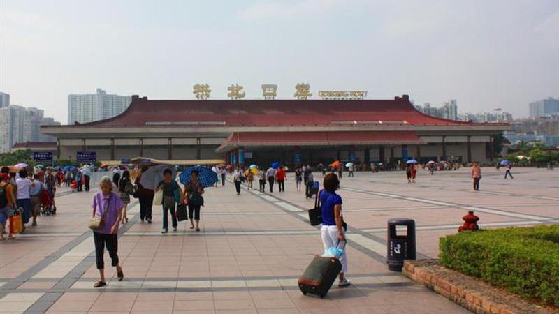 Na fronteira de Macau bastam três segundos para analisar o rosto de quem passa