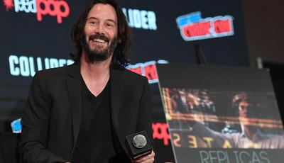 Insólito: Keanu Reeves não toca nos fãs quando tira selfies (e há provas)