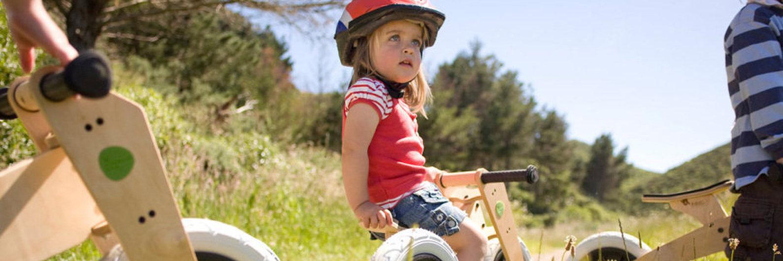 Casal neozelandês transforma tapetes usados em bicicletas para crianças