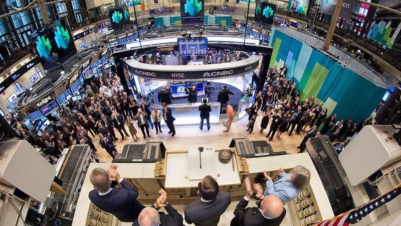 Petróleo afunda 8% e penaliza Wall Street