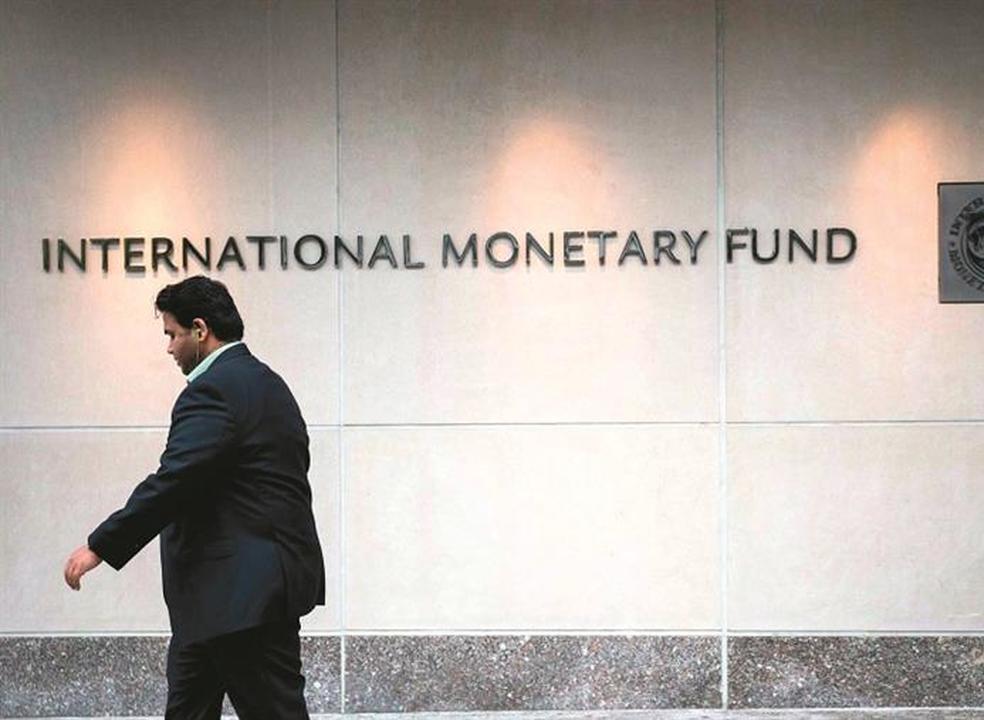 FMI volta a rever em baixa a previsão de crescimento
