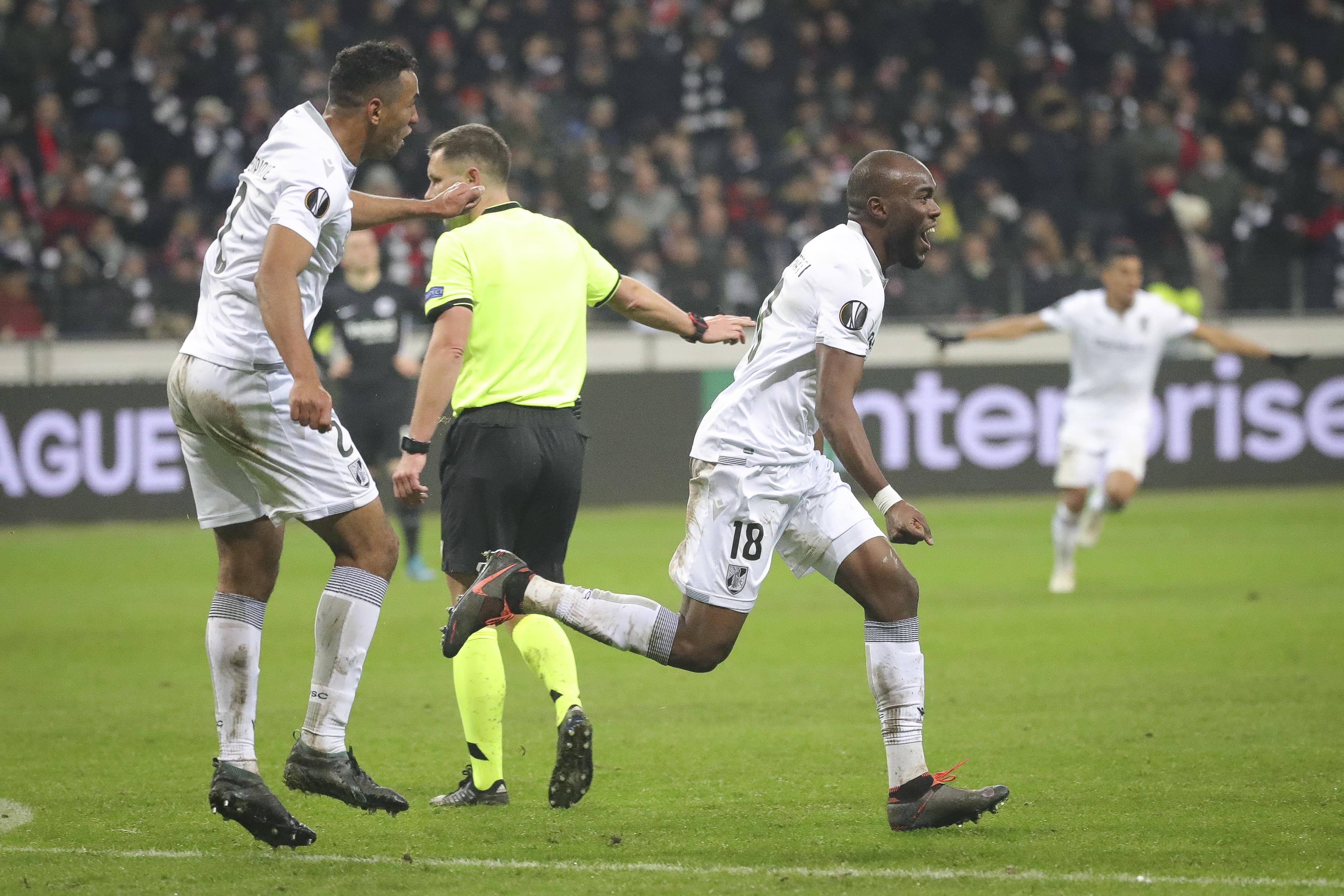 Vitória de Guimarães despede-se da Liga Europa com triunfo em Frankfurt