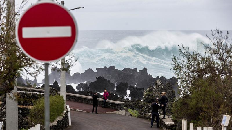 Mau tempo provoca danos nos grupos central e oriental dos Açores