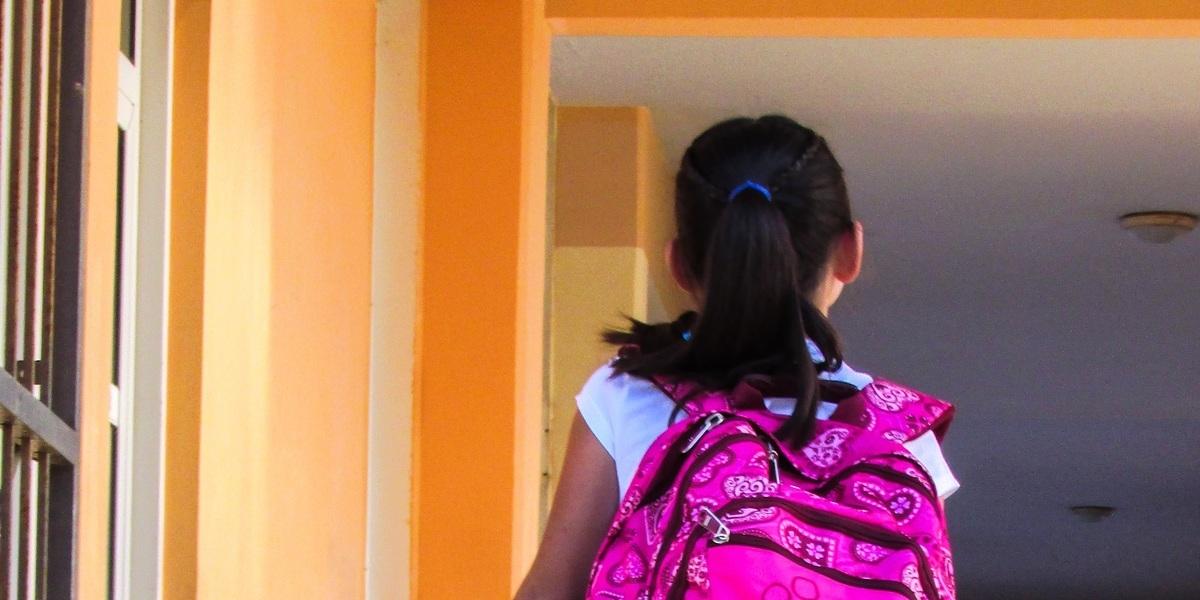 Sete cuidados médicos que deve ter com a coluna do seu filho no regresso às aulas