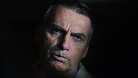 """O tirano já não tem receio: é """"Brasil, ame-o ou deixe-o"""""""