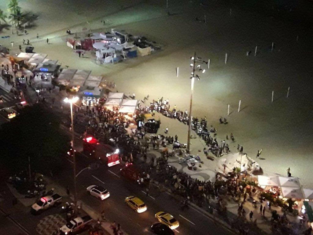 Brasil: Carro desgovernado invade calçada da praia de Copacabana e faz onze feridos