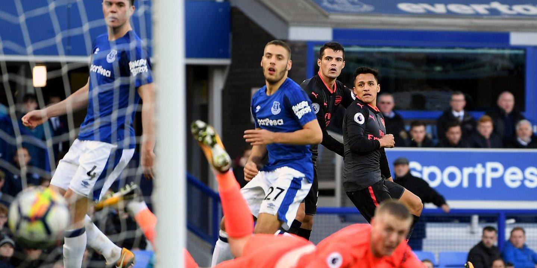 Arsenal goleia Everton e deixa Koeman em 'maus lençóis'