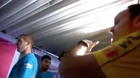 Piqué pede explicações ao árbitro