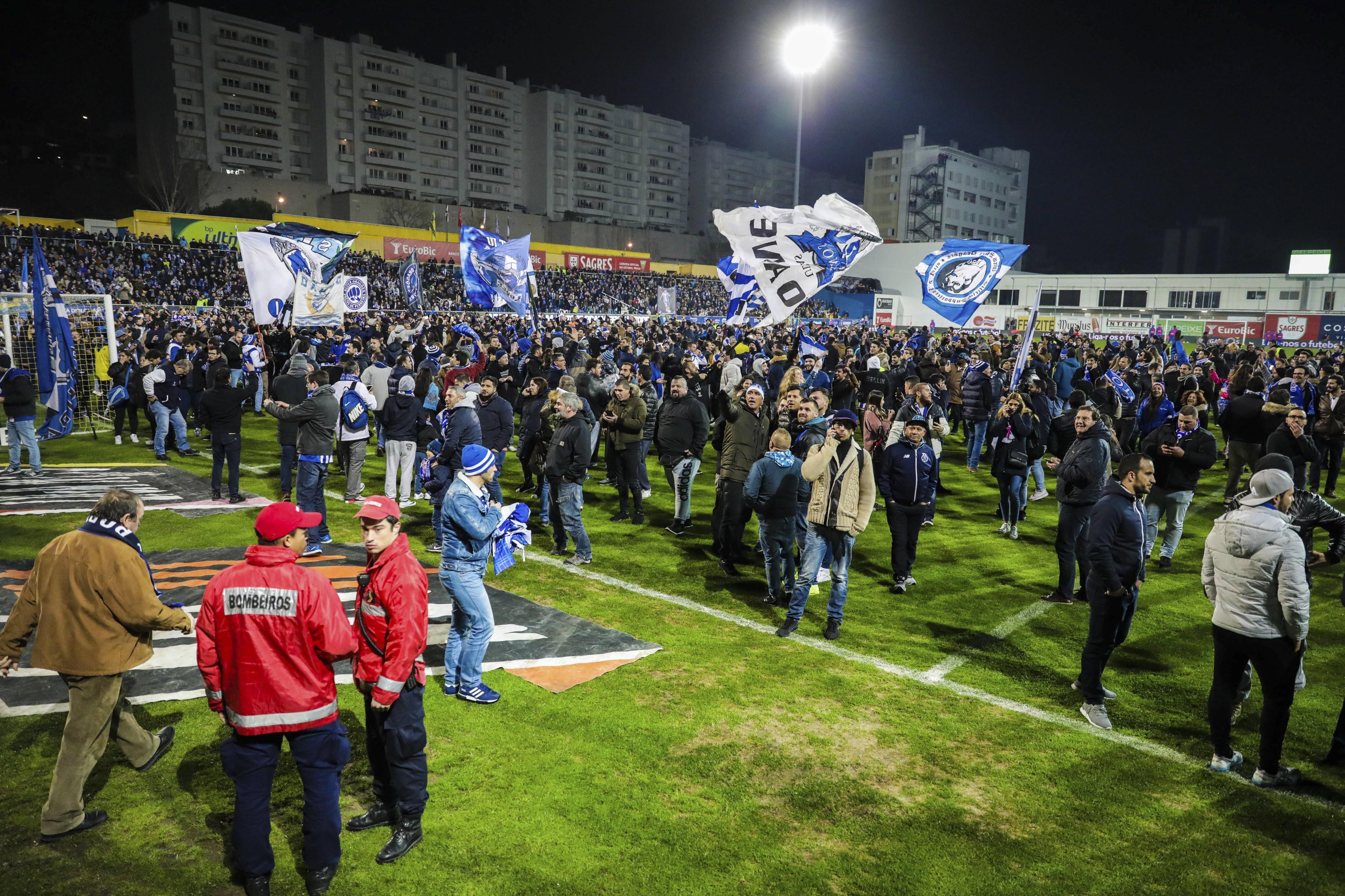 Liga mantém interdição de bancada do estádio do Estoril