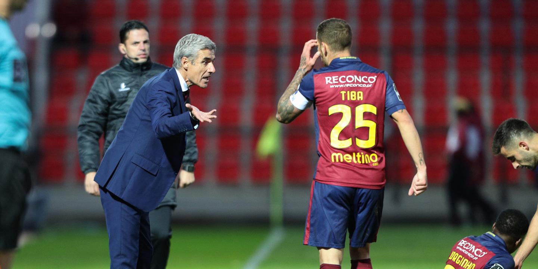 Luís Castro chama 20 jogadores para a visita ao Benfica