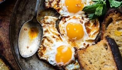 Ovos estrelados marroquinos, um brunch saudável para fazer em 20 minutos