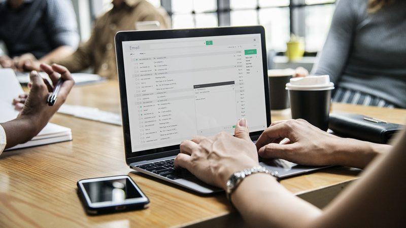 Viver para trabalhar? Envolvimento excessivo pode prejudicar empresa e trabalhador