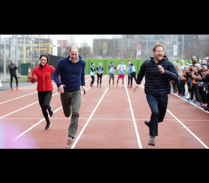 Rainha de Inglaterra dá a partida para a maratona de Londres