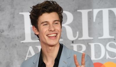 De Shawn Mendes a Dua Lipa: estrelas da música brilham na passadeira vermelha dos Brit Awards
