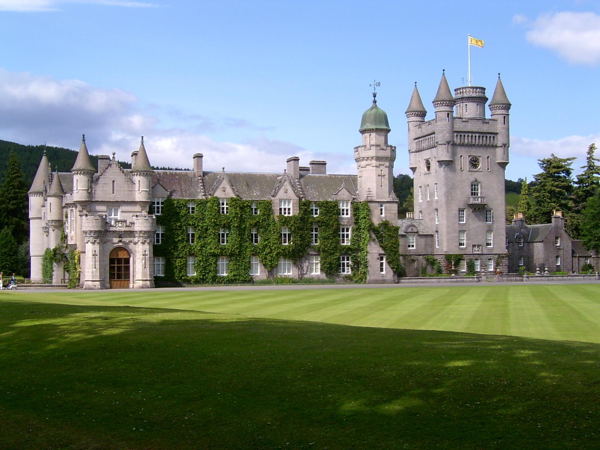 Onde mais a Rainha Isabel II vive, além do Palácio de Buckingham?