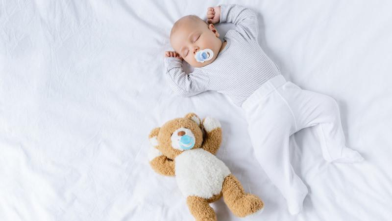 Recém-nascidos alimentados por biberão têm maior tendência para ser esquerdinos, conclui estudo