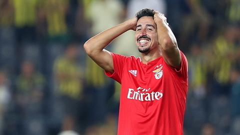 """André Almeida: """"O Benfica foi a melhor equipa nas duas mãos"""""""
