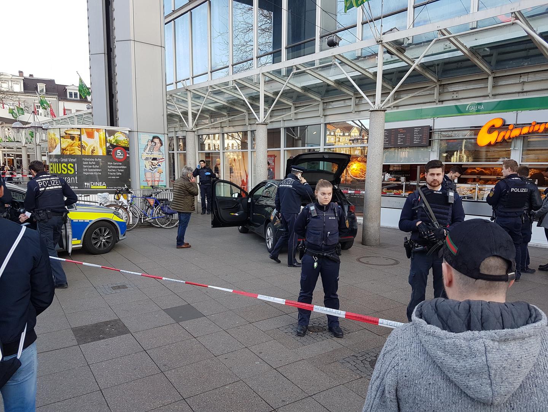 Alemanha: Homem avança sobre peões e deixa, pelo menos, três pessoas feridas