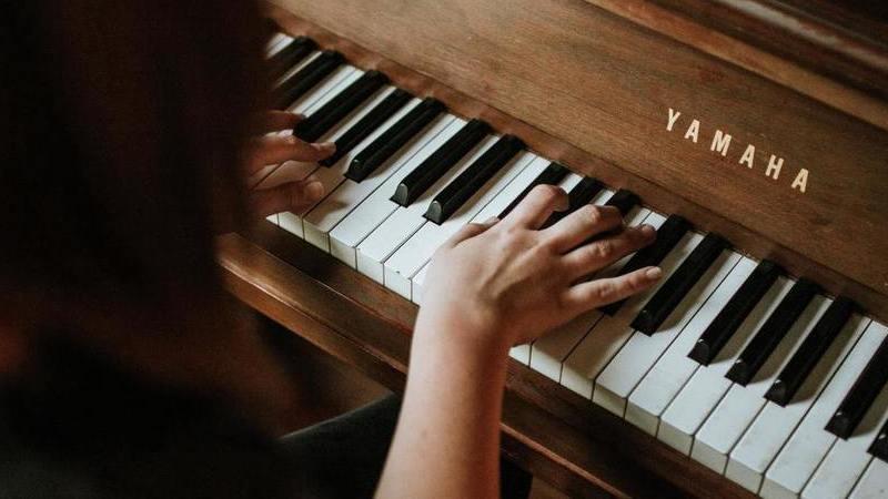 Há um site onde pode enviar mensagens com melodias feitas por si e nem precisa de ter dotes de artista